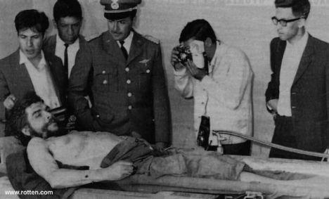 www.celebritymorgue.com  adlı site tarihteki ünlülerin morg ve cenaze törenlerindeki fotoğraflarını yayınlıyor. Fazla ürkütücü olmayanları sayfalarımıza taşıdık. Daha çok resim için siteyi ziyaret edebilirsiniz.   Che Guevara